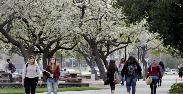 Photo of CSUSB students walking on campus.