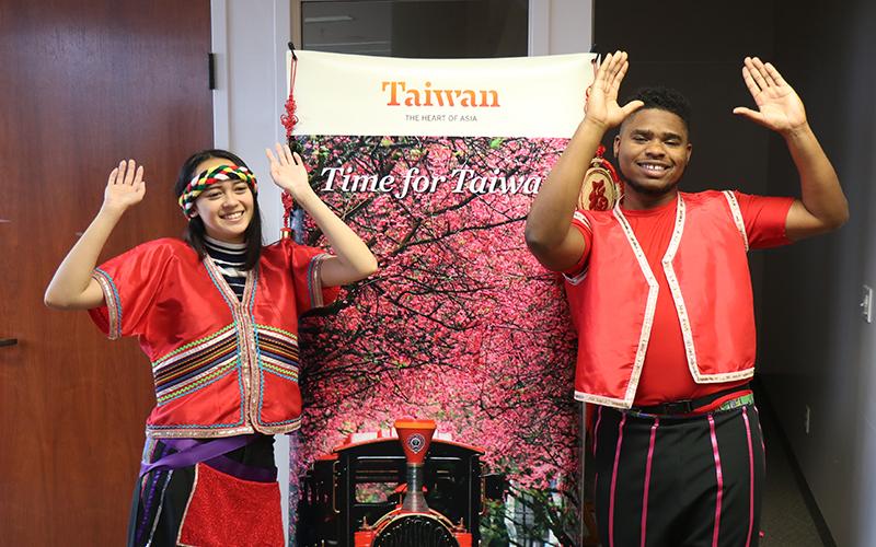 Students at Taiwan Fair