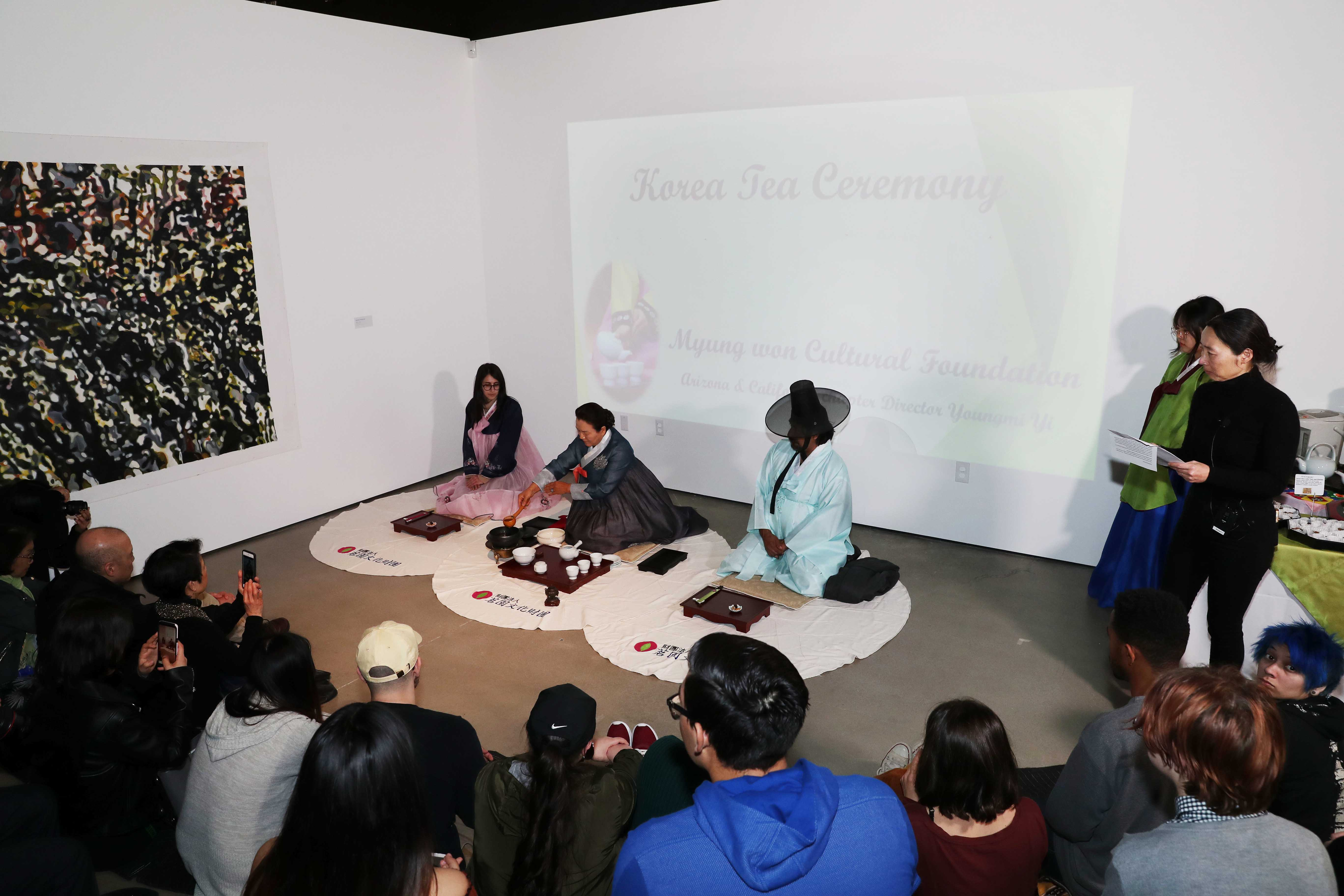 Attendees were able to sample tea that was prepared by Yi. Before drinking the tea, they were told to check the color, smell the aroma, and then drink the tea slowly to fully appreciate the taste.